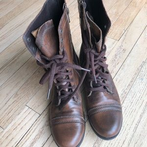 Steve Madden combat boots size 9.5 leather.